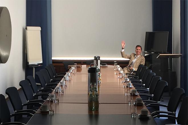 anyMOTION präsentiert digitalen Vertrieb bei Unternehmerschaft Düsseldorf - Warten auf den Beginn