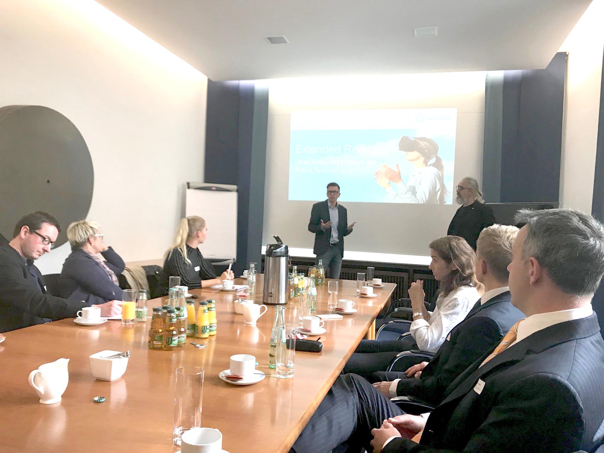 Mathias Kossmann Vortrag Virtuelle Realität in Unternehmenskommunikation Unternehmerschaft Düsseldorf