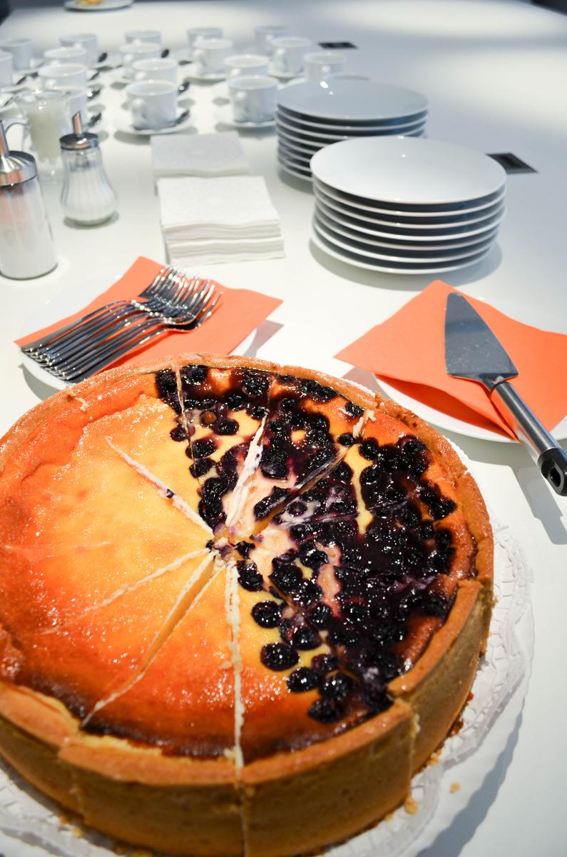 Kaffee und Kuchen sind for die Teilnehmer des anyMOTION Vortrags E-Recruiting mehr als ein Online-Bewerbungsformular am Standort Köln