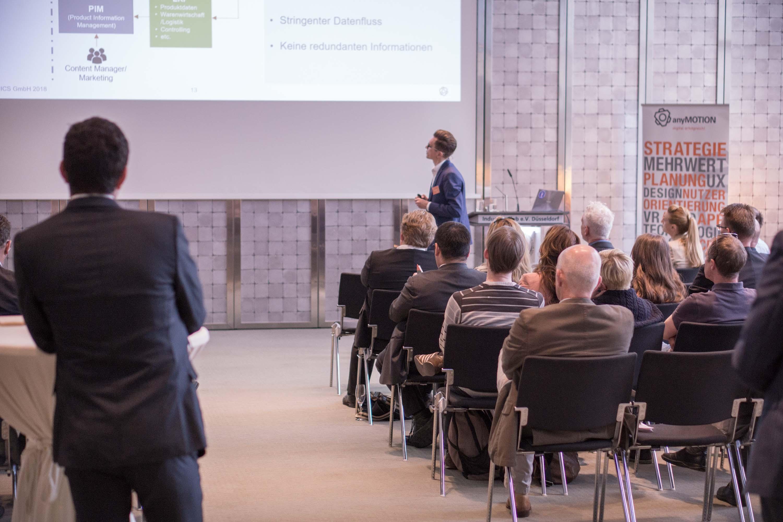 anyMOTION Business Development Director Mathias Kossmann während des Vortrags. Bild: anyMOTION