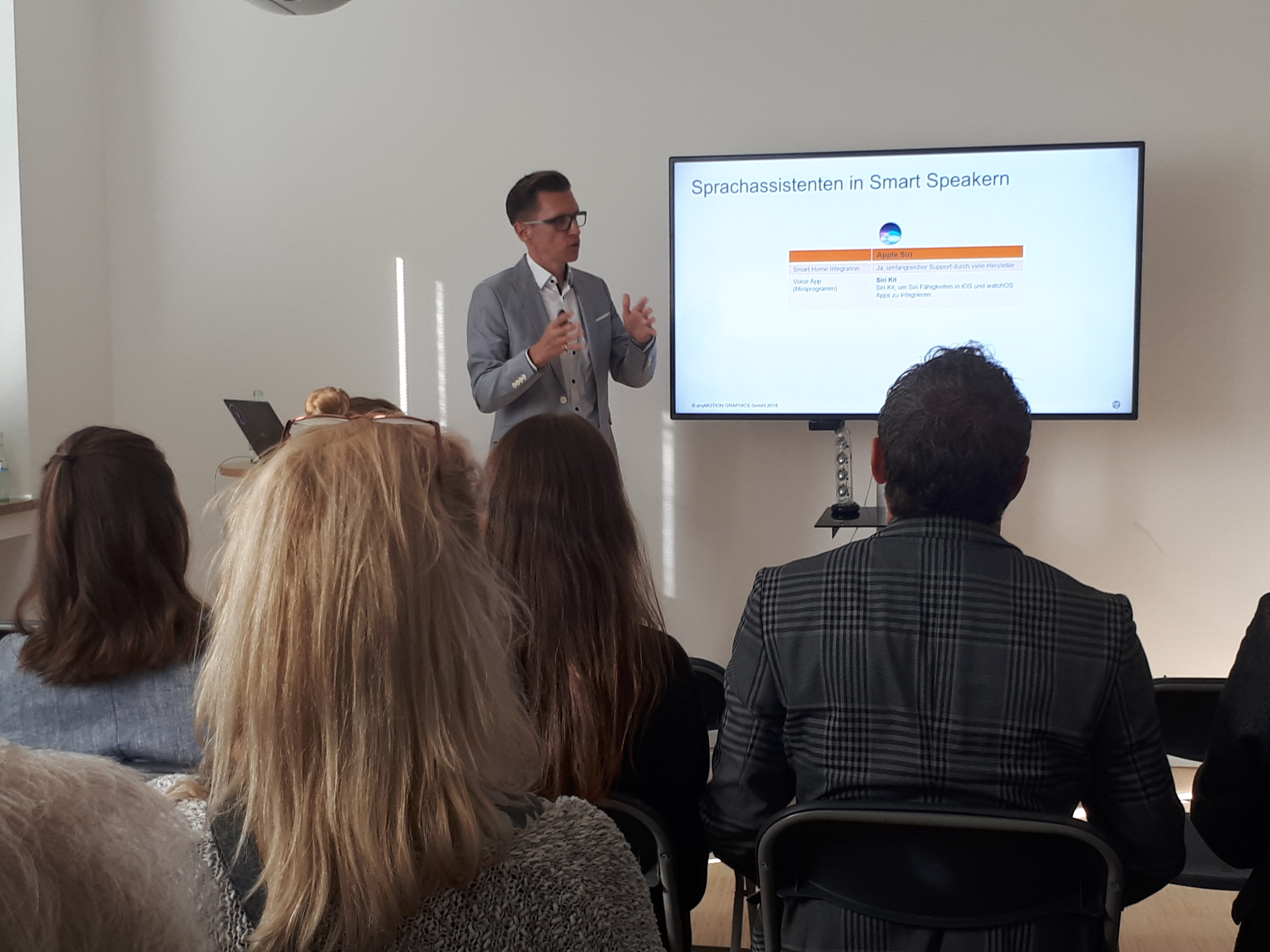Vortrag zu Smart Speakern im Marketing.